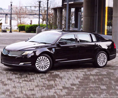 Lincoln-Town-Car-Limo-Vancouver